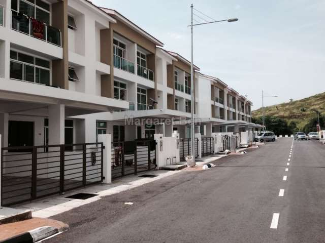 Ayer itam intermediate 3 sty terrace link house 5 bedrooms for 7 terrace penang