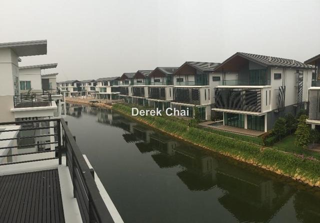 Senibong Cove isola villas canal view, Senibong