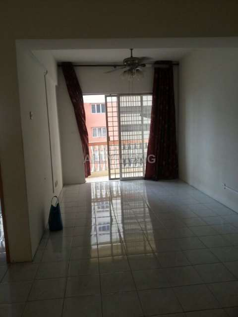 Sri Ria Apartments Intermediate Apartment 3 Bedrooms For Rent In Kajang Selangor Iproperty