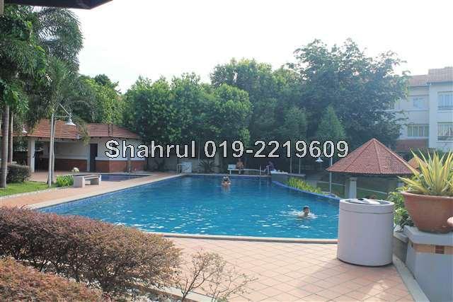 swimming pool and wading pool