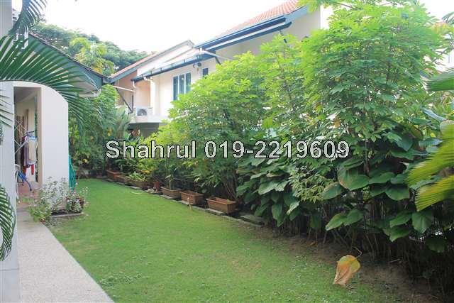 garden next to living