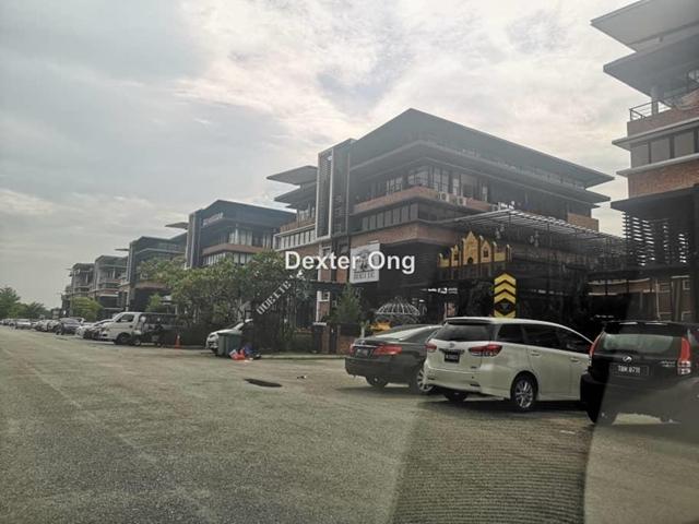i32, bandar puteri puchong, Puchong