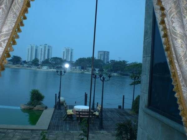 lake view verandah