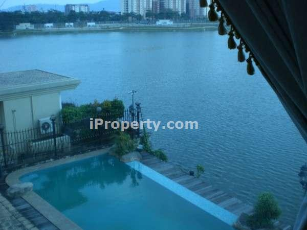 swimming pool and lake from master room
