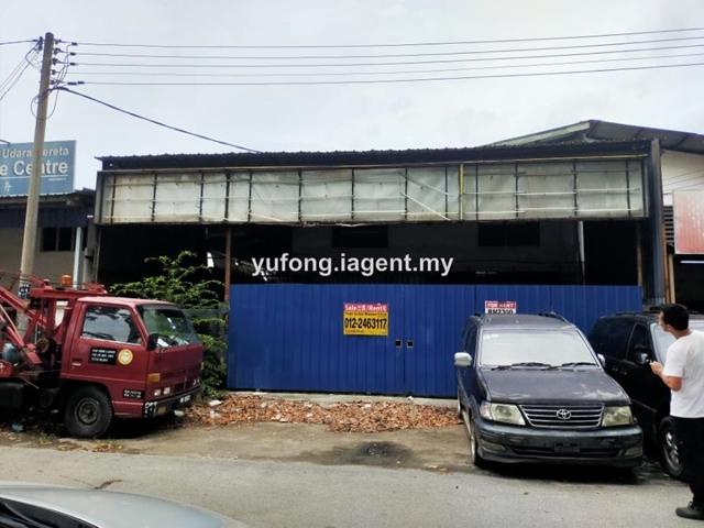 Facing Main Road at Taman Tamby Chik Karim factory, Batu Berendam