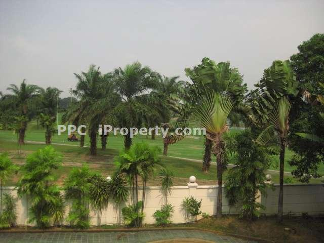 Golf View From Upstairs