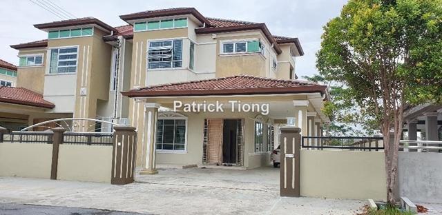 Semi Detached House at Uni-garden , Kota Samarahan