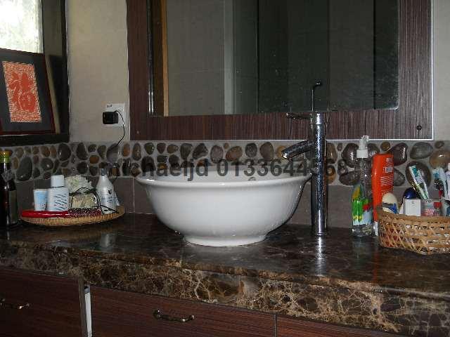 toileteries table top