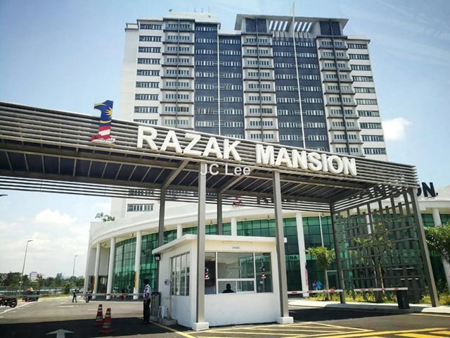 1 Razak Mansion Apartment 3 Bedrooms For Rent In Sungai Besi Kuala Lumpur Iproperty