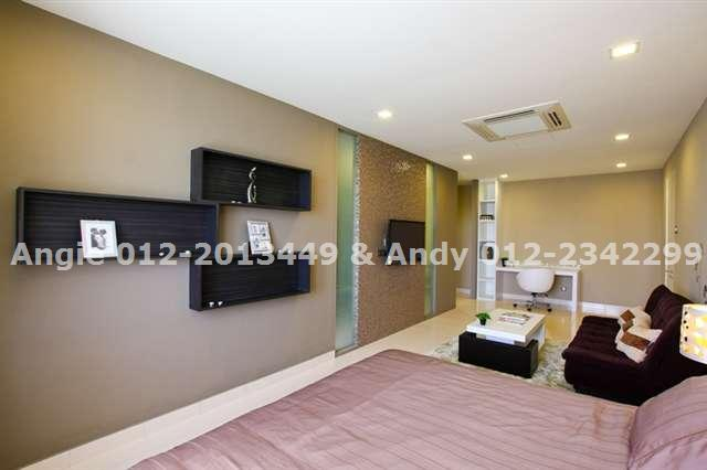 Show Hse - Master room