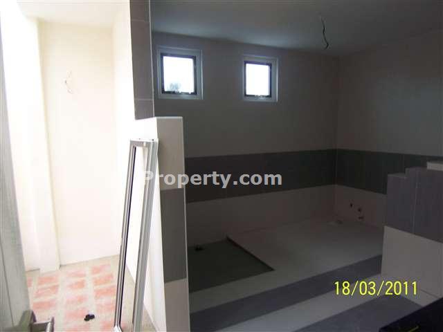 washing area, maid bathroom