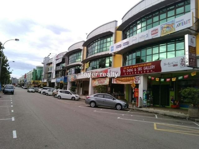 Three storey shop with ROI 4%,facing main road @ taman desa cemerlang, desa cemerlang, Ulu Tiram