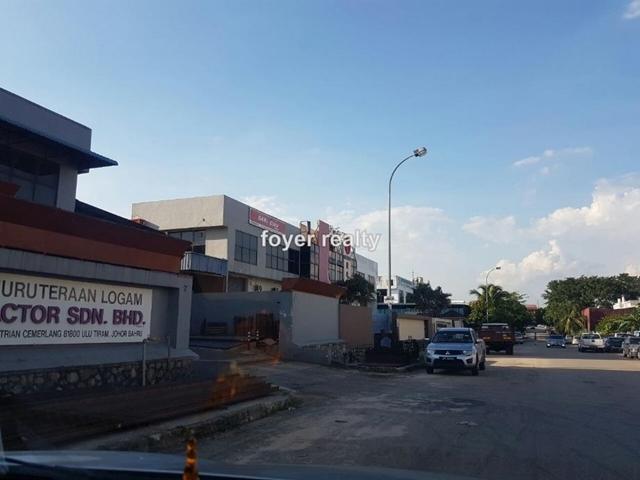 One and a half semi d factory @ taman desa cemerlang, Tmn Desa Cemerlang, Ulu Tiram