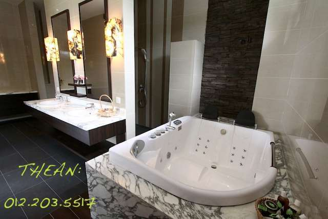 Rainshower, twin jacuzzi expensive marbles all in.