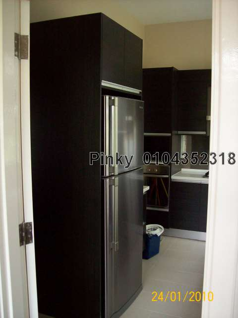 Wet Kitchen Cabinet with Fridge
