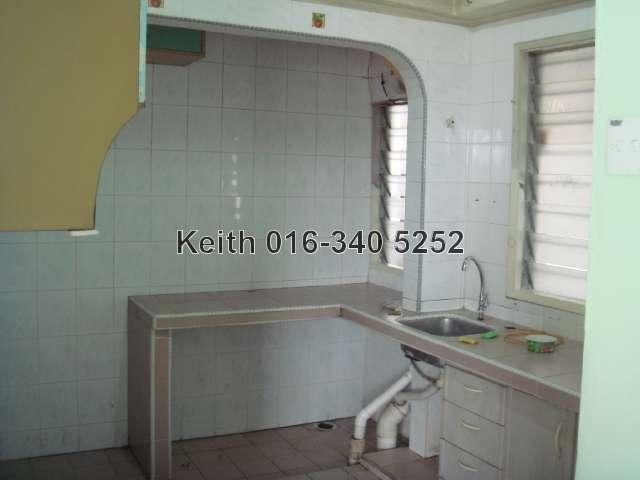 Kitchen (with kitchen top)